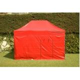 tenda com proteção lateral